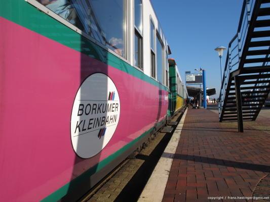 Die Inselbahn vom Alten Hafen in die Stadt Borkum