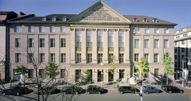 Das Museum für Fotografie und Helmut Newton Stiftung
