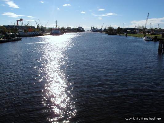Wieder auf dem Festland - der Hafen von Emden