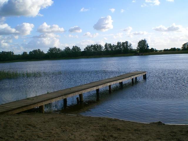 Der Badesteg am See in Grambzow