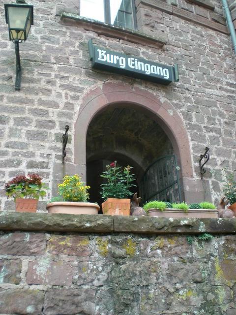 Der Eingang zur Burg Berwartstein