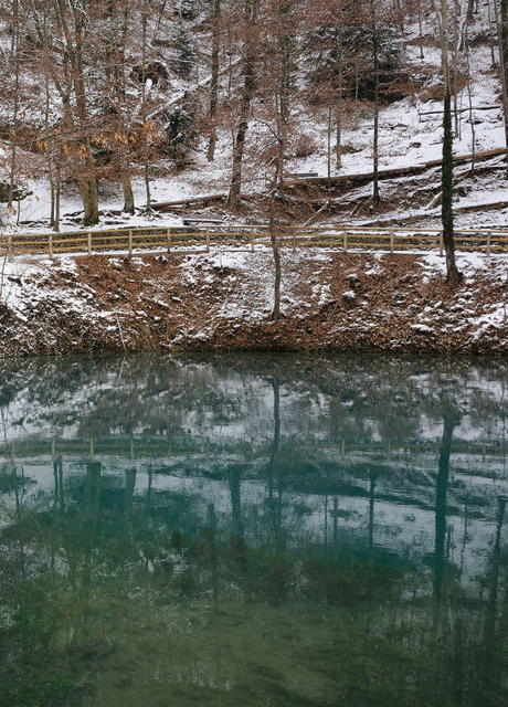 Blautopf - intensiv gefärbtes Wasser