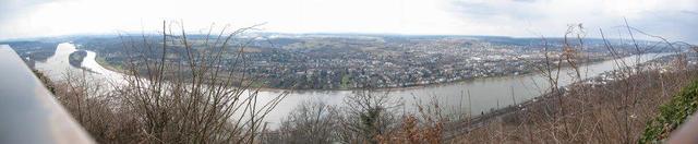 Blick auf das Rheintal vom Drachenfels