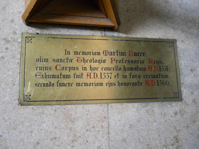 Inschrift zur Erinnerung an Martin Bucer in Cambridge