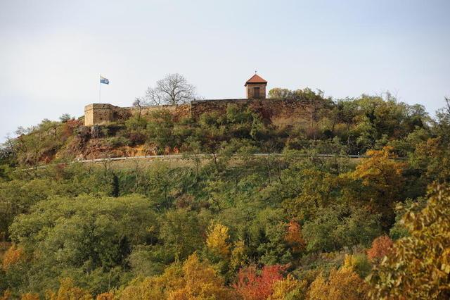 Burg Battenberg von unten