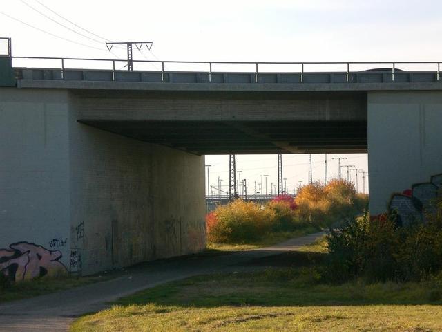 Unter der Autobahn