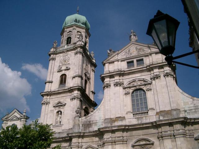 Detailansicht der Fassade des Passauer Doms