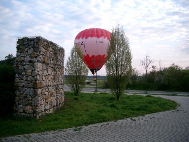 Landung eines Heißluftballons an der Suebenheimer Straße in Seckenheim