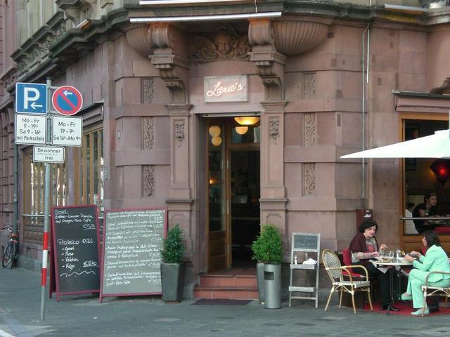 Lara's Cafébar