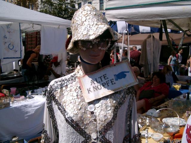 Dame beim Wiener Naschmarkt
