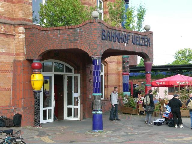 Eingang zum Bahnhof