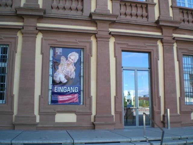 Eingang zum Museum im Schloss Mannheim