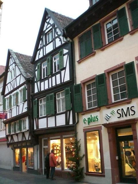 schmucke Fachwerkhäuser in Neustadt an der Weinstraße