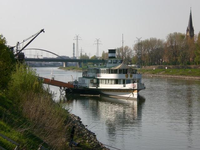 Das Museumsschiff an der Kurpfalzbrücke