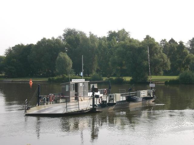 Die Fähre auf dem Neckar