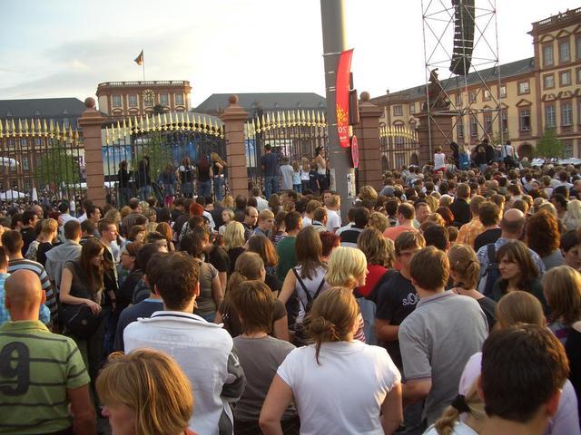 Veranstaltung vorm Schloss Mannheim