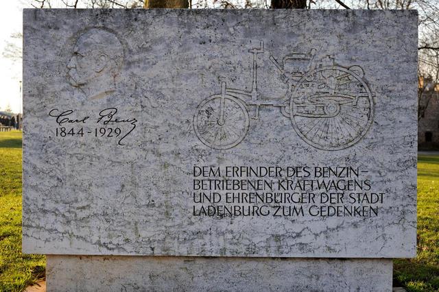 Carl Benz Gedenkstein
