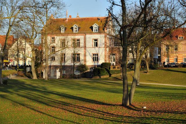 Carl Benz Haus vom Park