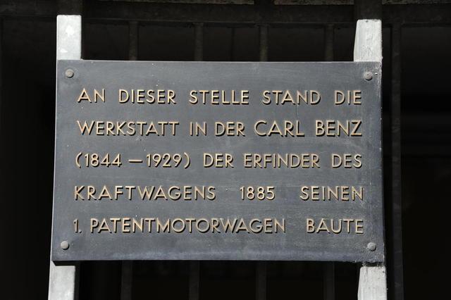Gedenktafel an der Benz-Werkstatt