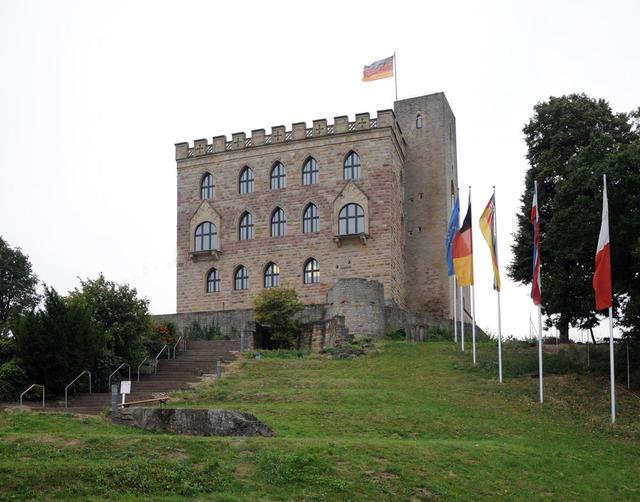 Aufstieg zum Hambacher Schloss