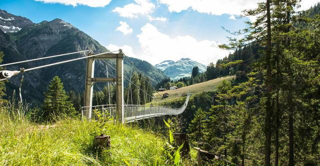Fußgängerhängebrücke