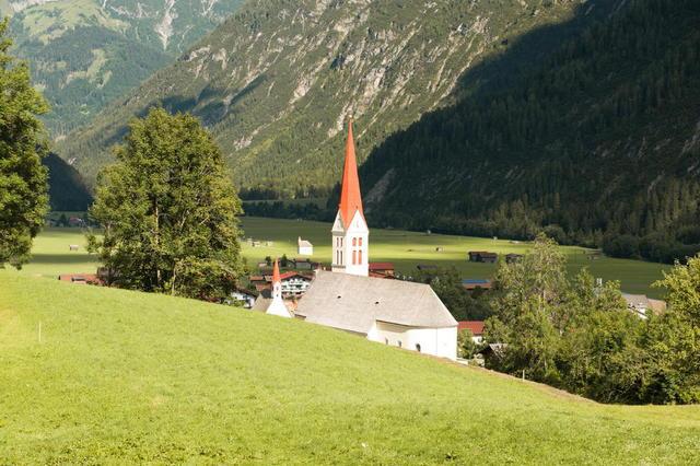 Pfarrkirche in Holzgau