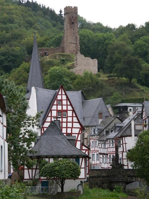 Ortskern mit Löwenburg