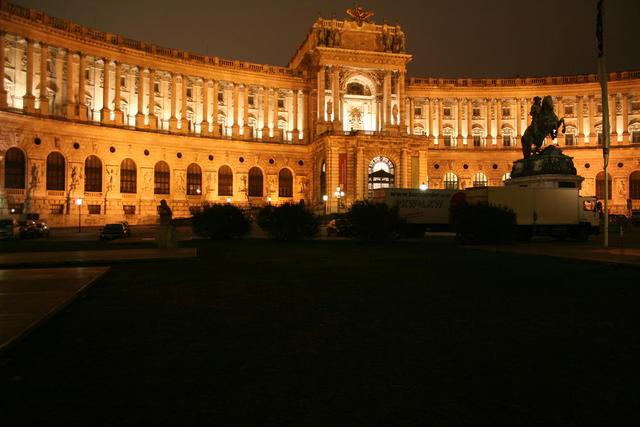 Wiener Hof bei Nacht