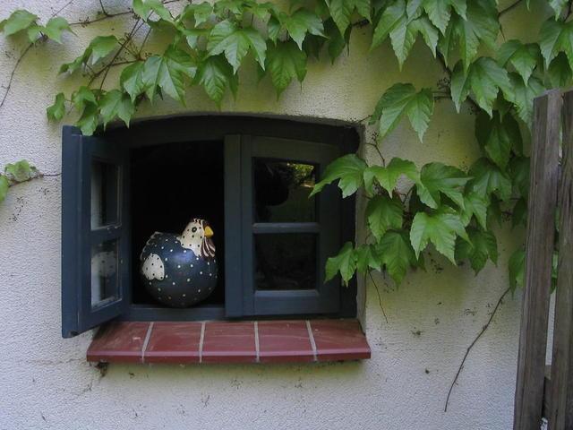 Sprosssenfenster mit Huhn FeWo Rutenmühle 8 Christa und Rüdiger Winter