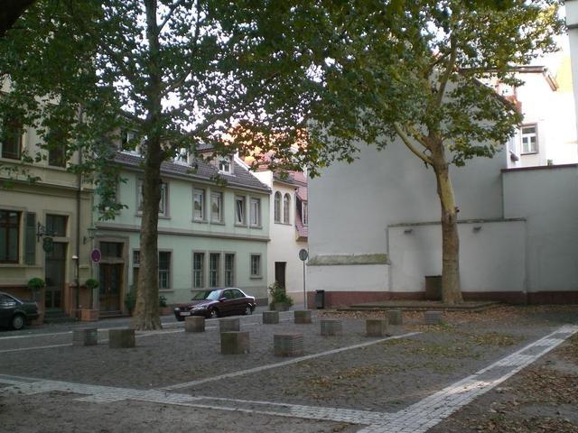 Die Gedenkstelle am Platz der ehemaligen Jüdischen Synagoge