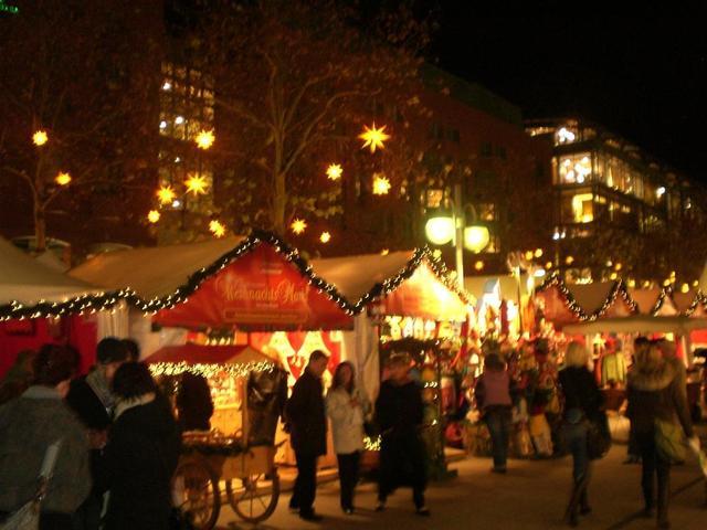 Stimmungsvoller Weihnachtsmarkt auf den Mannheimer Kapuzinerplanken