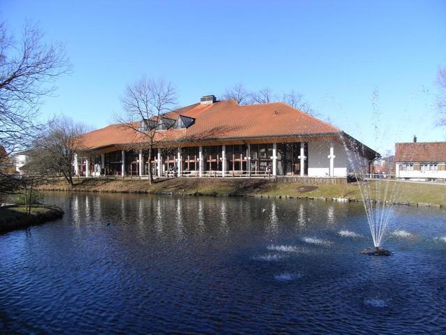 das Kurhaus am Park in Isny am Grabenweiher