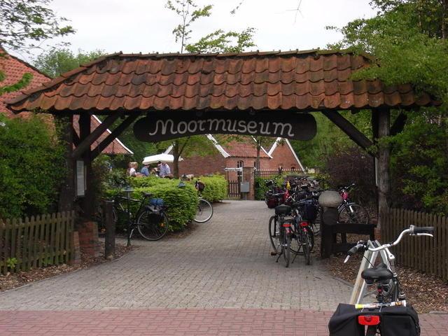 Der Eingang ins Museum Moordorf