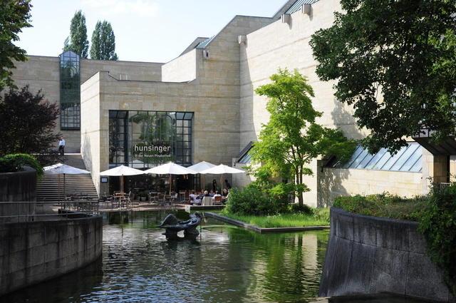 Die neue Pinakothek mit Museums-Café