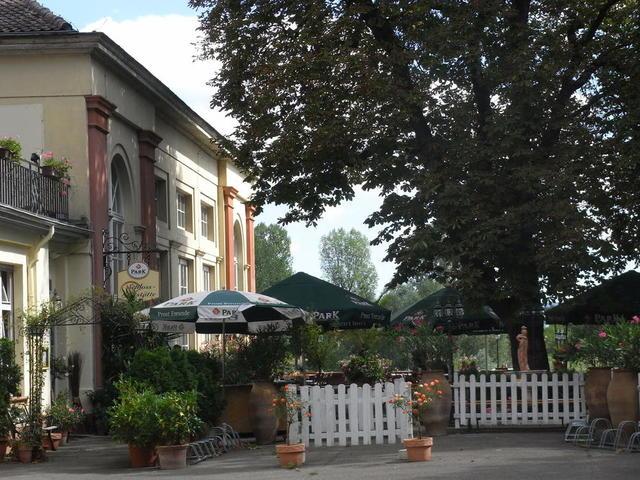 Biergarten in der Schloss-Gaststätte Seckenheim