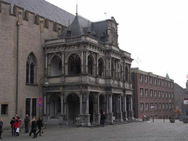 Die gotische Fassade des Historischen Rathaus Köln