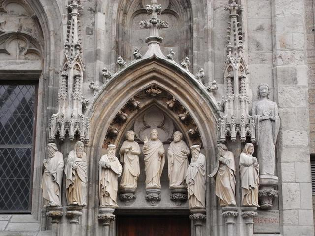 Figuren am Historischen Rathaus Köln