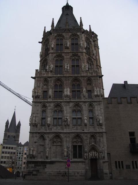 der Glockenturm des Historischen Rathaus Köln