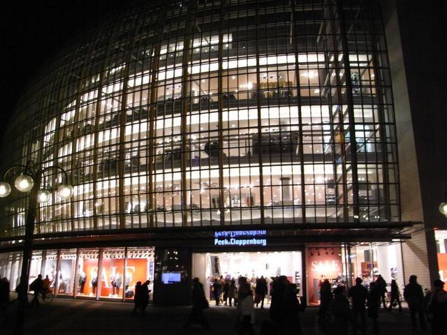 Nächtliches Kaufhaus in Köln