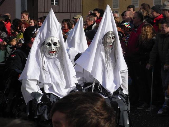Masken beim Isnyer Narrensprung
