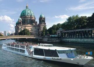 Berlin Stadtrundfahrt Stadtkernfahrt auf der Spree