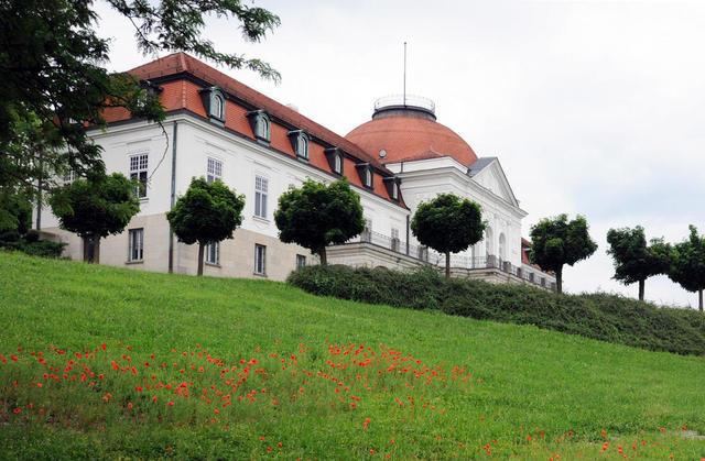 Schillermuseum von der Neckarseite