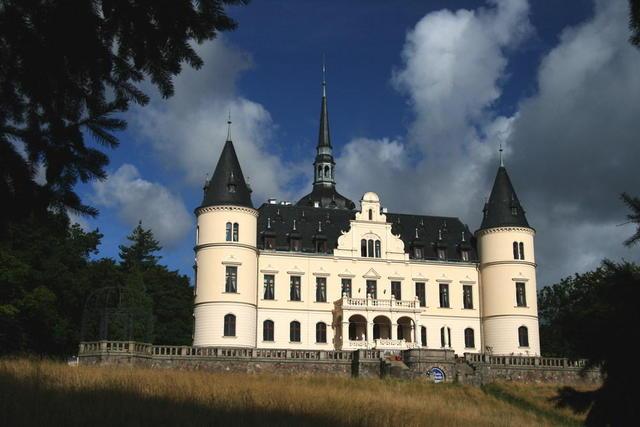 Schloss Ralswiek in der Morgensonne