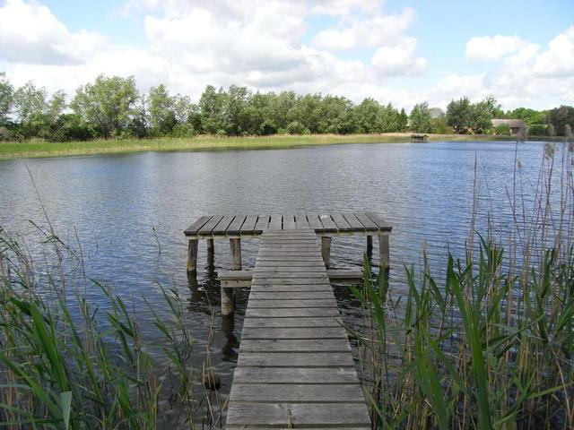 Der Anglersteg am See in Grambzow