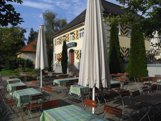 """Der Gastgarten der """"Sonne"""" in Neutrauchburg"""