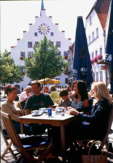 Straßencafészenerie in Neumarkt in der Oberpfalz