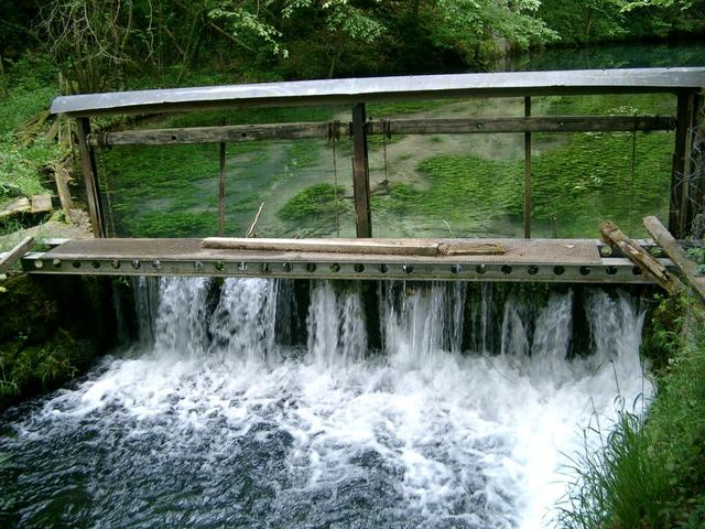 Wasserwehr am Gasthof Friedrichshöhle