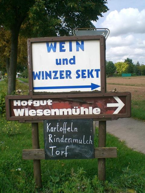 Der Wegweiser zum Hofgut Wiesenmühle