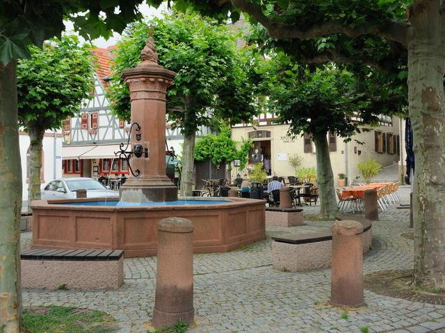 Marktplatzbrunnen in Zwingenberg
