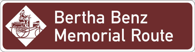 Dieses Schild weist auf die Bertha-Benz-Memorial-Route hin